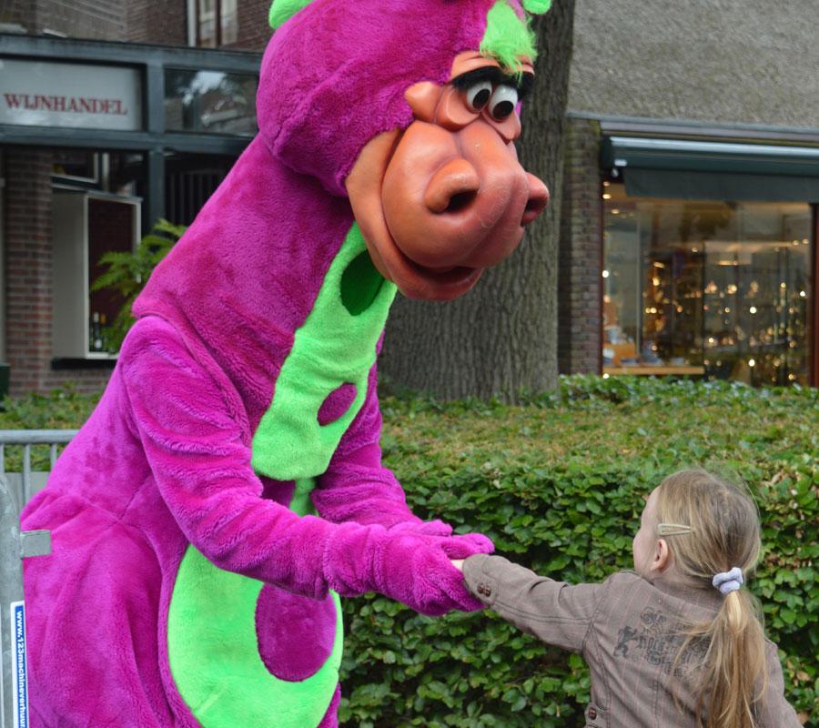 Mascotte MEET & GREET met paarse draak in winkelcentum